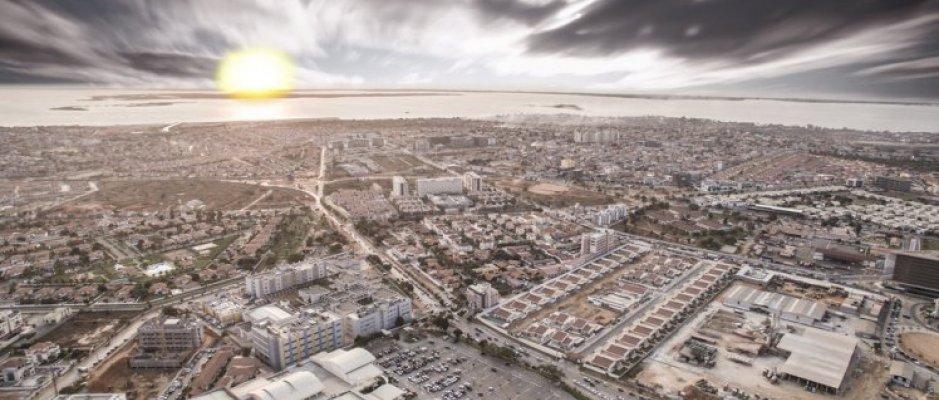 Construção de silo de estacionamento em Luanda