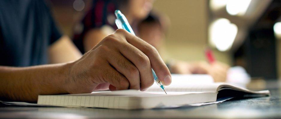Câmara da Praia financia bolsas de estudo no ensino profissional