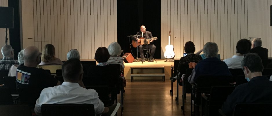 Carlos Alberto Moniz no palco da UCCLA