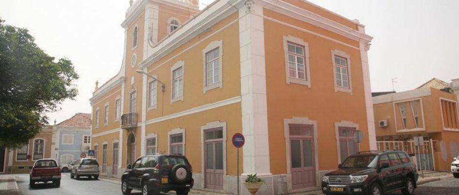 Câmara da Praia quer regularizar construções ilegais