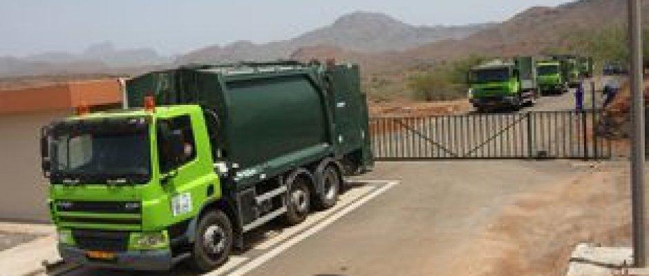Novas viaturas de recolha de resíduos sólidos na cidade da Praia