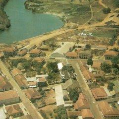 Associação de proteção de ambiente planta árvores no Parque de Bomma de Bafatá