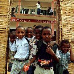 Câmara de Oeiras equipa salas de aulas na Guiné-Bissau