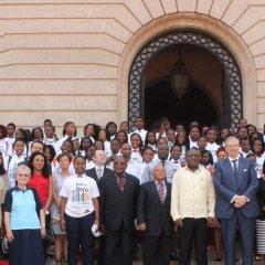 Escolas secundárias e jovens premiados no âmbito da Feira do Livro de Maputo