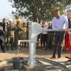 Construção de furos de água em Moçambique