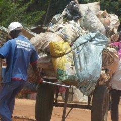 Microempresas garantem a recolha de lixo em Maputo